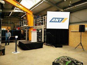 Gain 26 Hellraumleinwand inkl. Podest, Rednerpult, Audioanlage für eine Hausmesse der ANT AG - Projektorverleih Lübeck