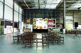 4x3m Rückprojektion bei den Schwartauer Werken mit zwei 16.000 ANSI Lumen XGA LCD Projektoren im Stacking.